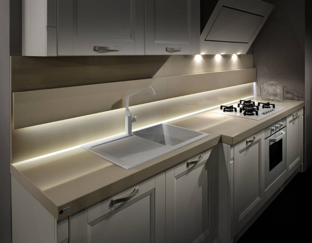 Cucina: Piano cucina con bordo riportato ad L e schienale ...
